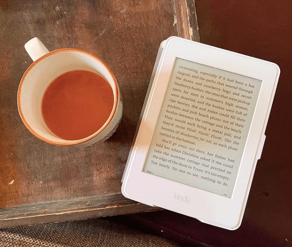 How to stop emotional eating: Mug of tea and Kindle e-reader on end table
